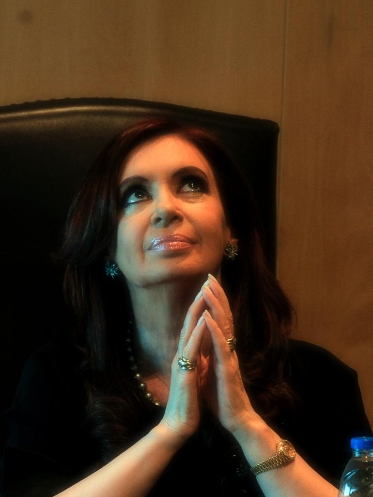 http://enciclopedia.us.es/images/1/14/Presidenta_Cristina_Kirchner_(2012).jpg