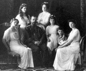 http://enciclopedia.us.es/images/thumb/2/24/Familia_Imperial_Rusa_(1911).jpg/300px-Familia_Imperial_Rusa_(1911).jpg