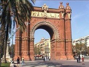 Estilos de Decoración III : Ecléctico, Kitsch, Bauhaus-Industrial-Starck y Oriental 300px-Arco_del_triunfo_Barcelona