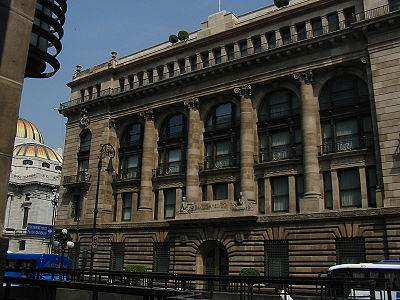 http://enciclopedia.us.es/images/thumb/f/f8/Edificio_del_Banco_de_M%C3%A9xico.jpg/400px-Edificio_del_Banco_de_M%C3%A9xico.jpg